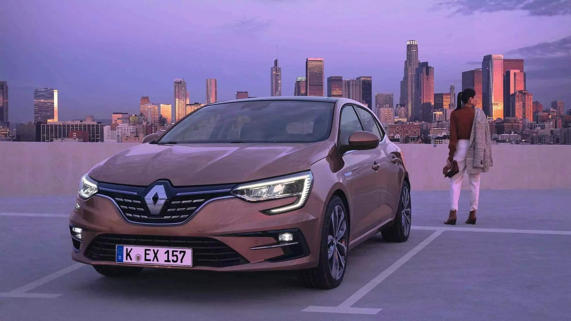 Frontansicht vom braunen Auto - Auto steht auf einem Parkdeck - Renault Megane - Renault Ahrens Hannover
