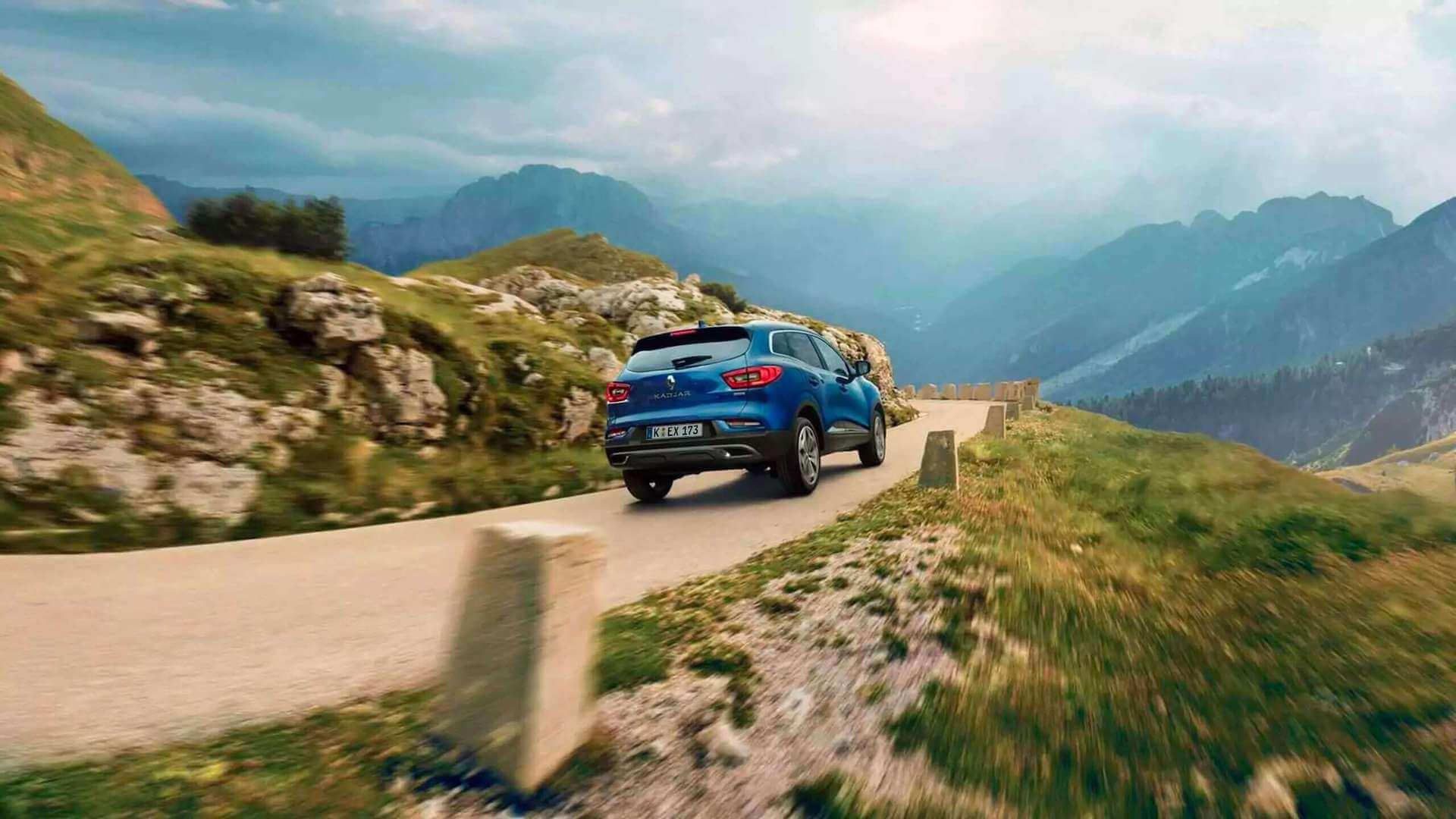 Heckansicht vom blauen Auto - Auto fährt in einer Kurve - Renault Kadjar - Renault Ahrens Hannover