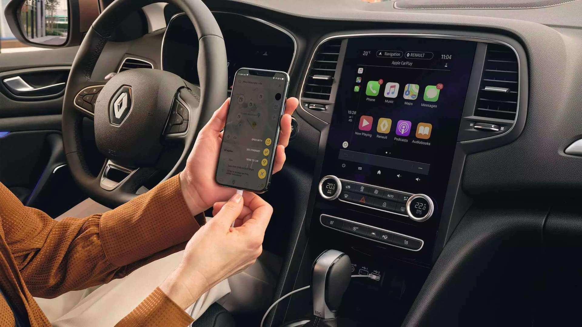 Auto von innen - Smartphone wird geladen - Renault Megane - Renault Ahrens Hannover